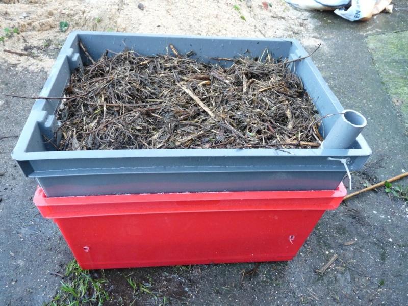 construction d 39 une jardiniere r serve d 39 eau pas cher. Black Bedroom Furniture Sets. Home Design Ideas