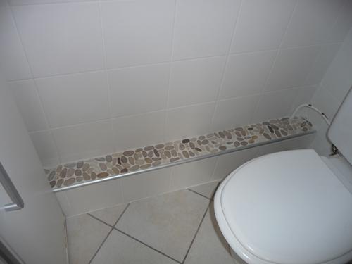 Comment cacher la tuyauterie des wc for Cache tuyau salle de bain