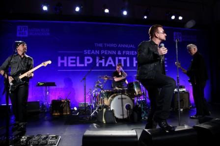 U2 remonte sur scène pour Haiti lors d'un mini-concert surprise