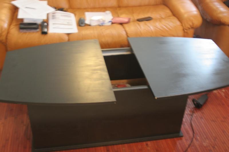 table basse qui s 39 ouvre au milieu. Black Bedroom Furniture Sets. Home Design Ideas
