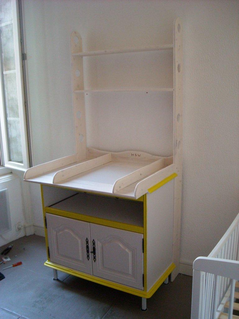 transformation d 39 un meuble de t l rustique en table langer. Black Bedroom Furniture Sets. Home Design Ideas