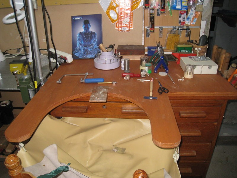 bureaux enfant transforme en etabli. Black Bedroom Furniture Sets. Home Design Ideas