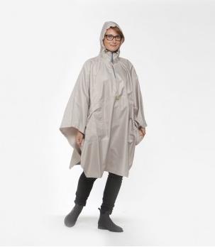 le coin mode je cherche un poncho de pluie l gant pour. Black Bedroom Furniture Sets. Home Design Ideas